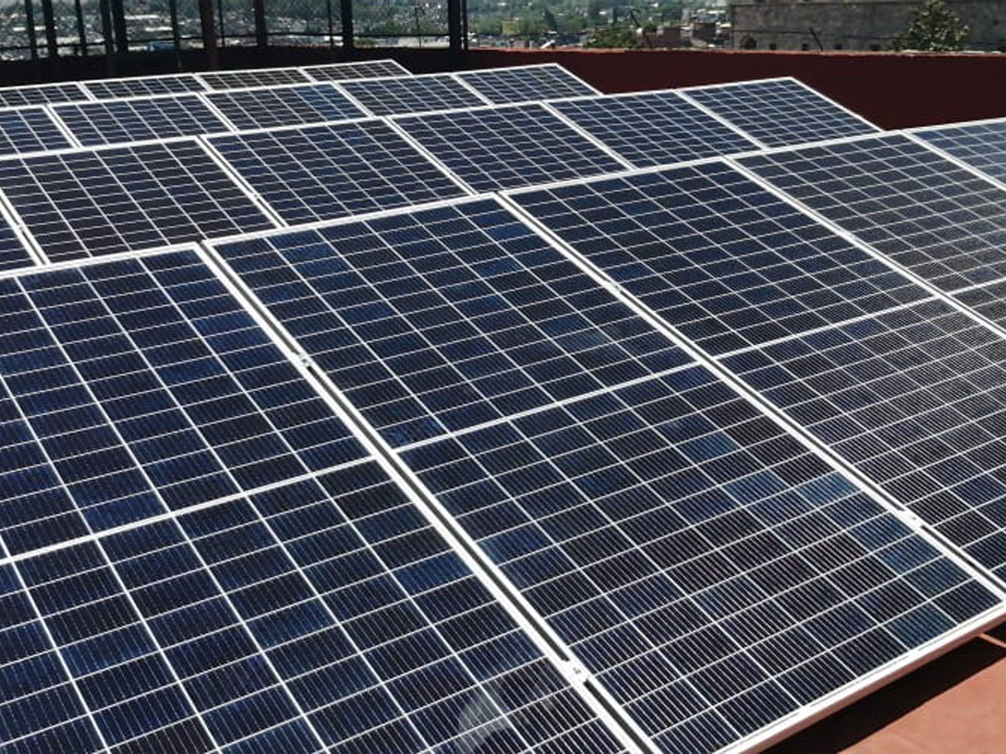 Placas solares en escuela México